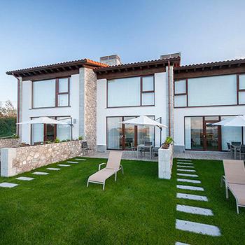 apartamentos con jardin, entrada independiente y piscina con vistas al mar