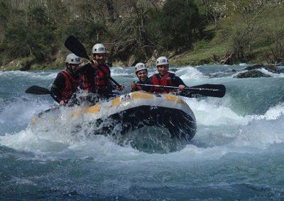 oferta de actividades deportivas como el rafting